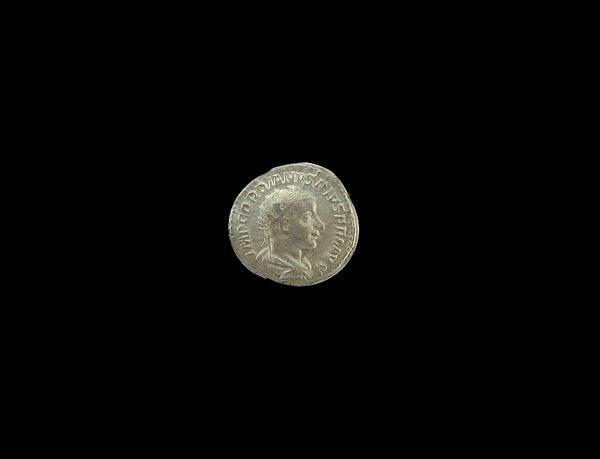 256: N.R.! MUSEUM Roman Silver Coin (200 BC - 45 BC)
