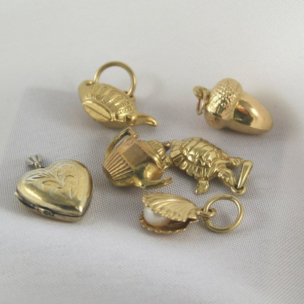 3025: Mix of 6 SS, 9KT and 14KT Gold charms