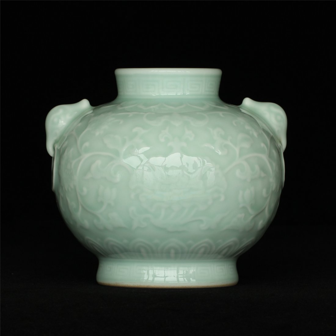Blue glaze carving porcelain jar of Qing Dynasty