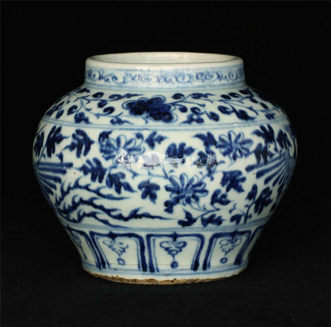 Blue and white porcelain jar. - 10