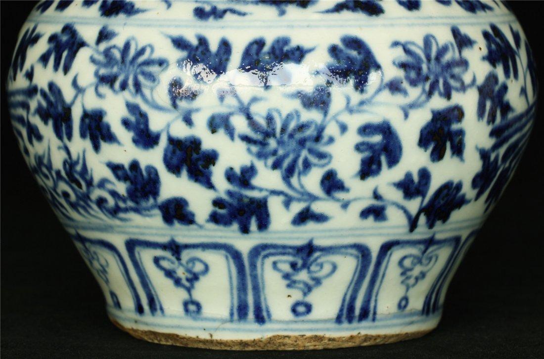 Blue and white porcelain jar. - 4
