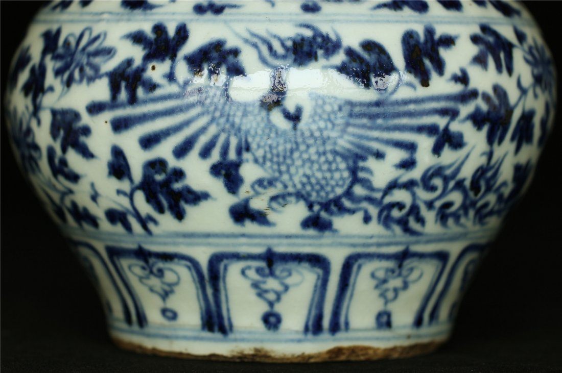 Blue and white porcelain jar. - 5