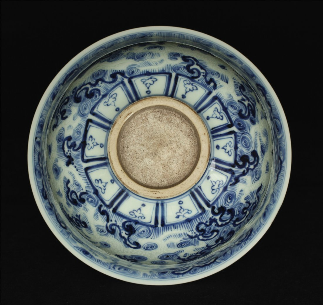 Blue and white porcelain bowl. - 2
