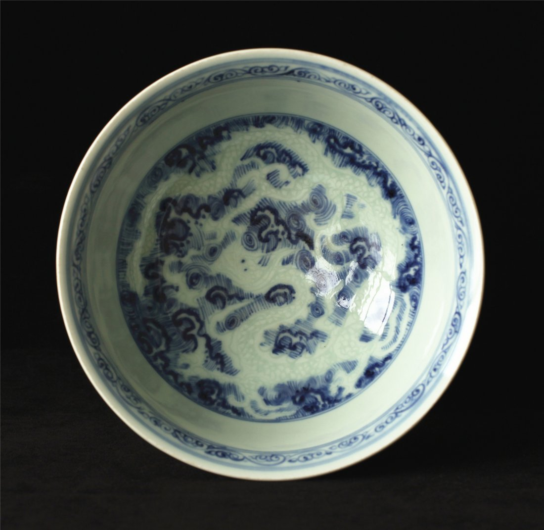 Blue and white porcelain bowl. - 4