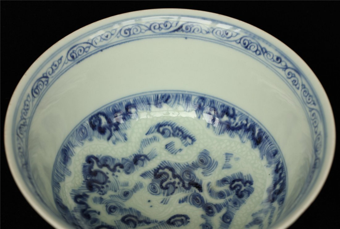 Blue and white porcelain bowl. - 5