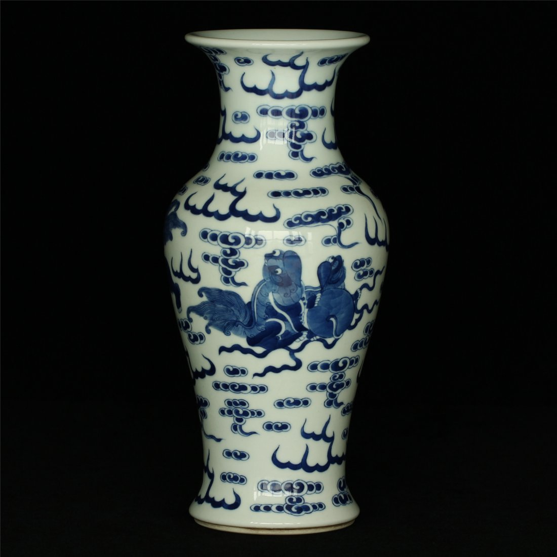 Blue and white porcelain vase. - 10