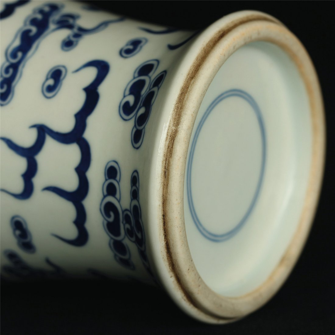 Blue and white porcelain vase. - 8