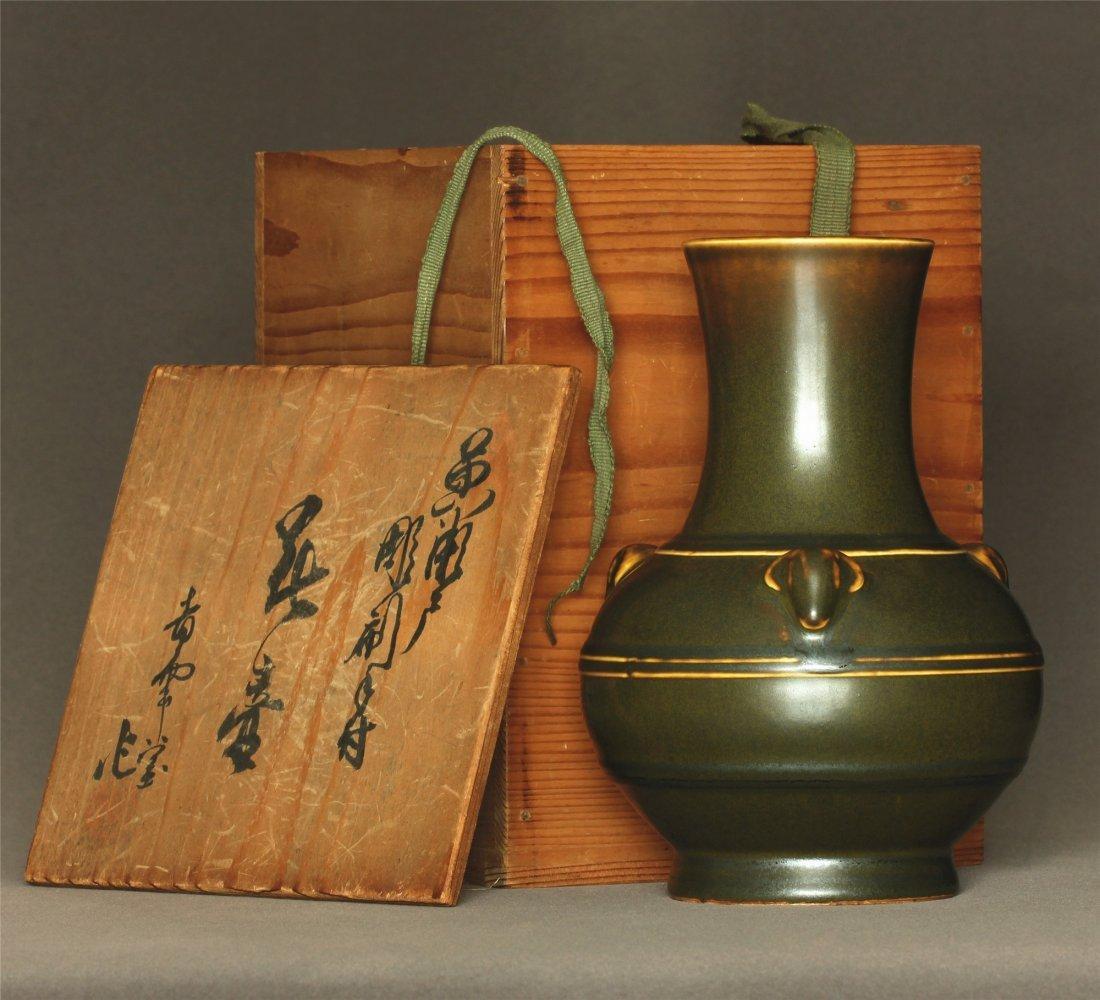 Tea glaze porcelain vase of Qing Dynasty QianLong