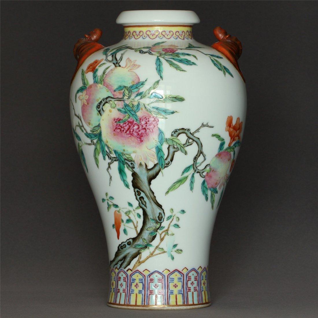 Famille rose porcelain vase of Qing Dynasty QianLong