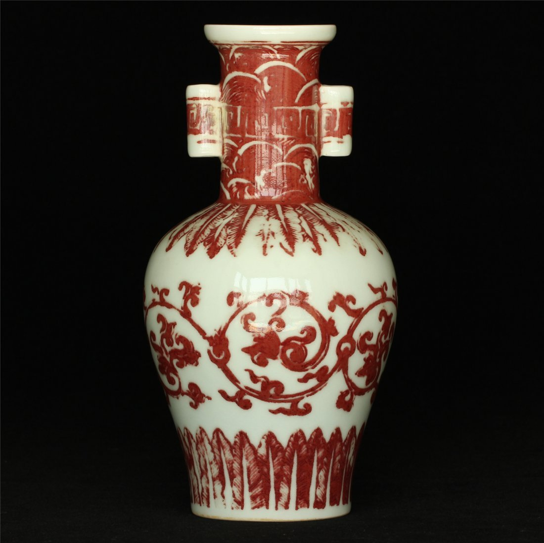 Underglaze red porcelain vase of Qing Dynasty QianLong