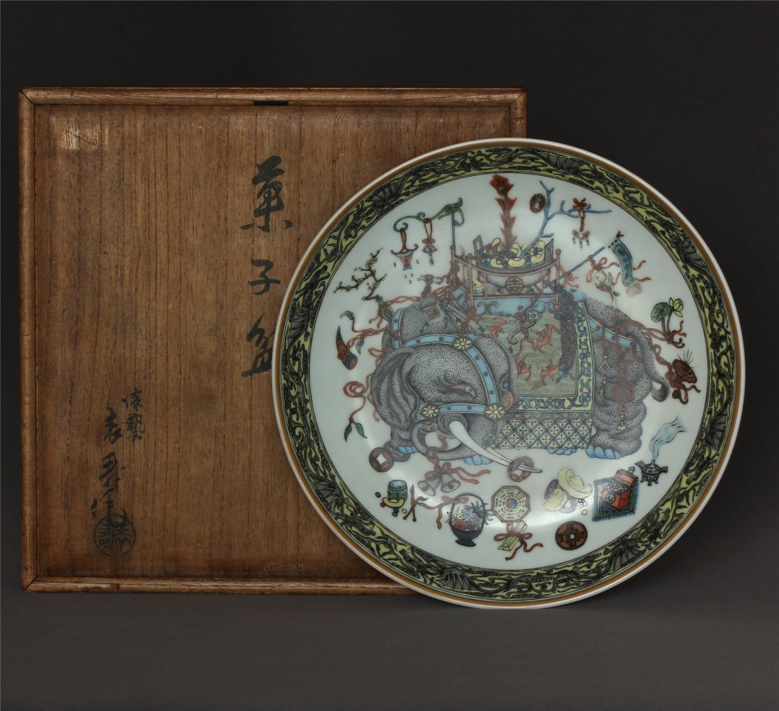 Famille rose porcelain plate of Qing Dynasty QianLong
