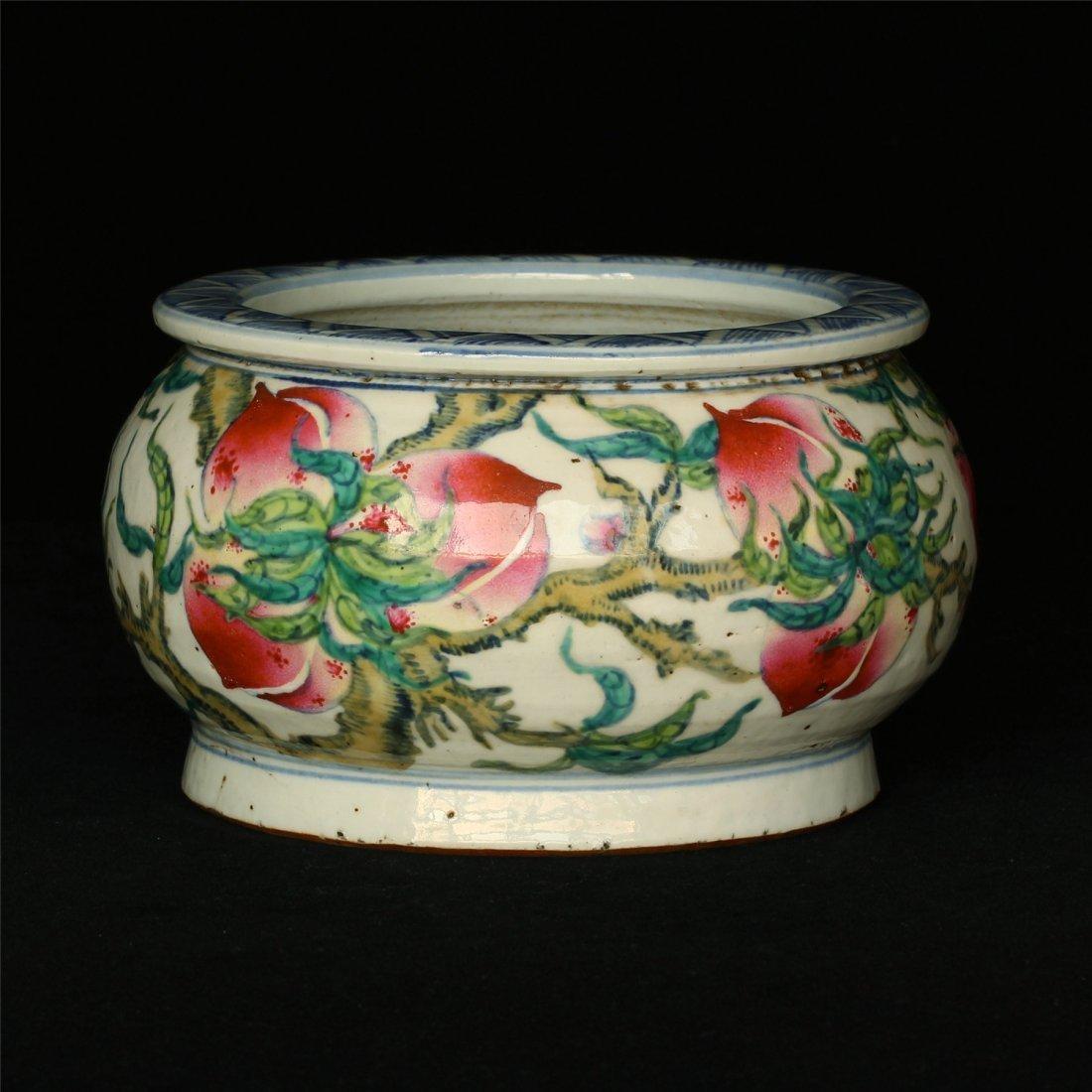 Famille rose porcelain jar. - 3
