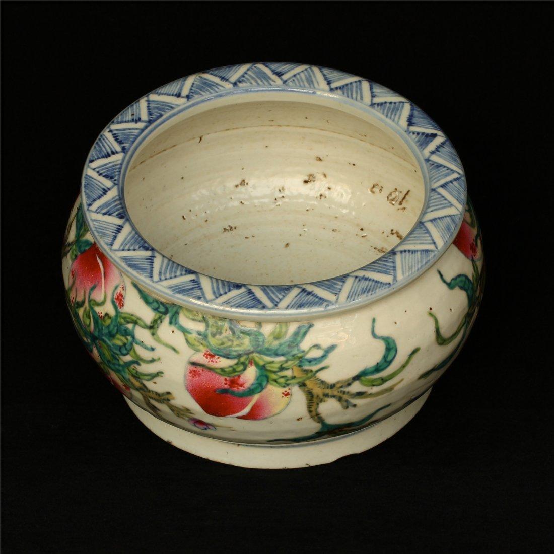 Famille rose porcelain jar. - 4