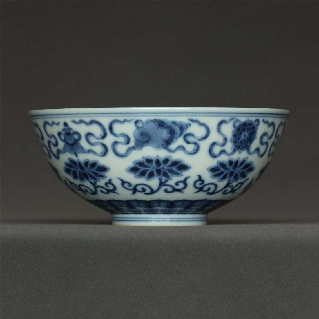 Blue and white porcelain bowl of Qing Dynasty GuangXu
