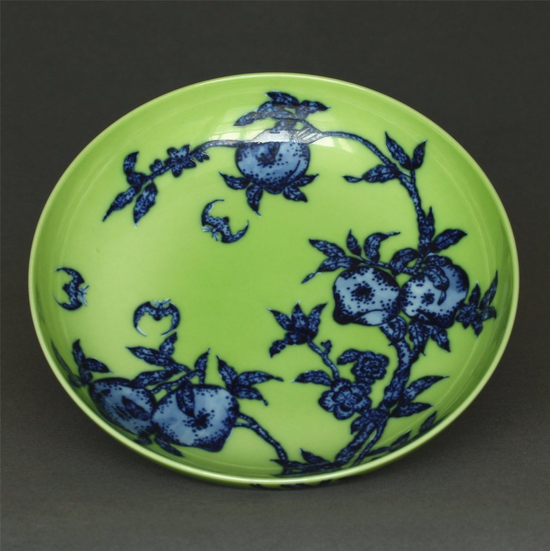 Blue & white and green glaze porcelain  plate of Qing