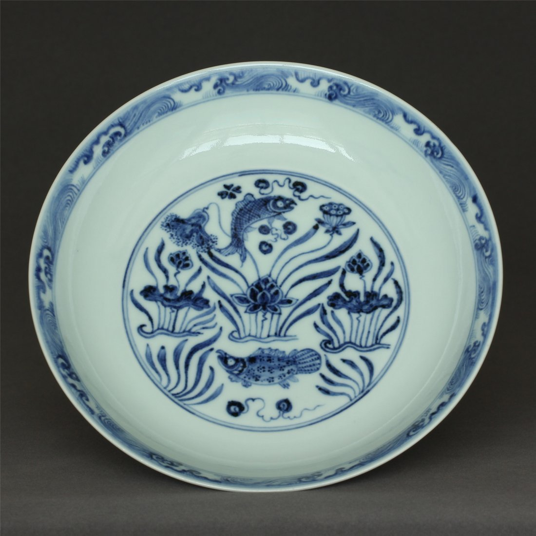 Blue and white porcelain plate of Ming Dynasty XuanDe