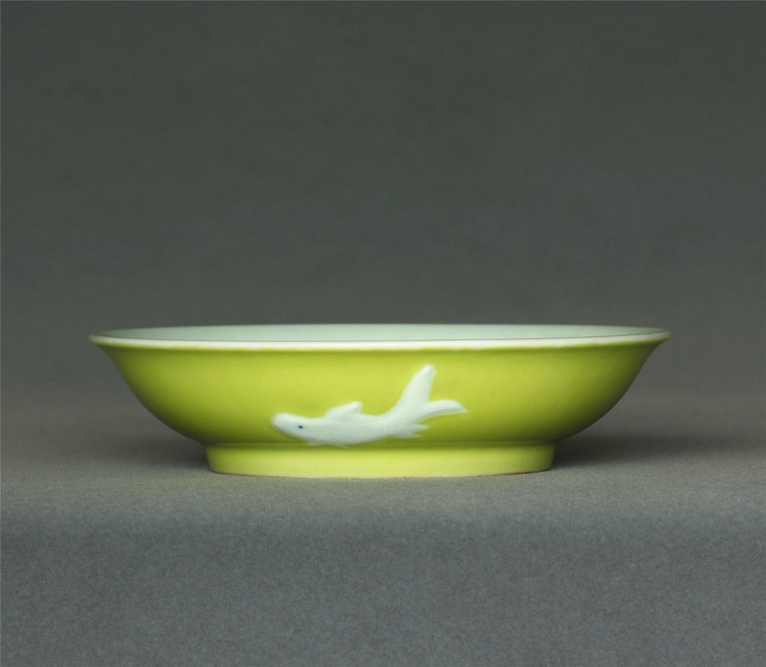Lemon yellow glaze plate of Qing Dynasty YongZheng