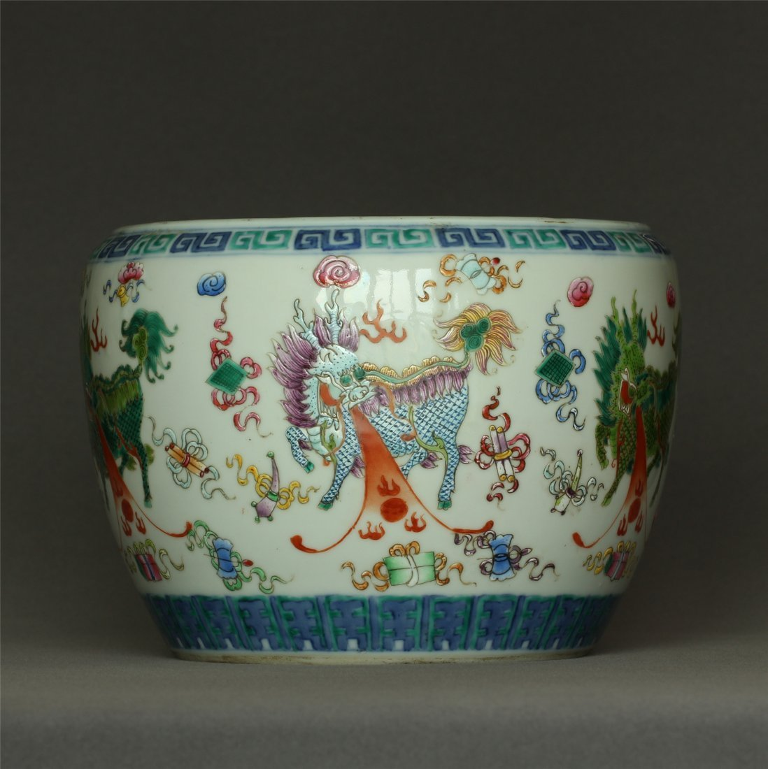 Famille rose porcelain jar of Qing Dynasty TongZhi mark