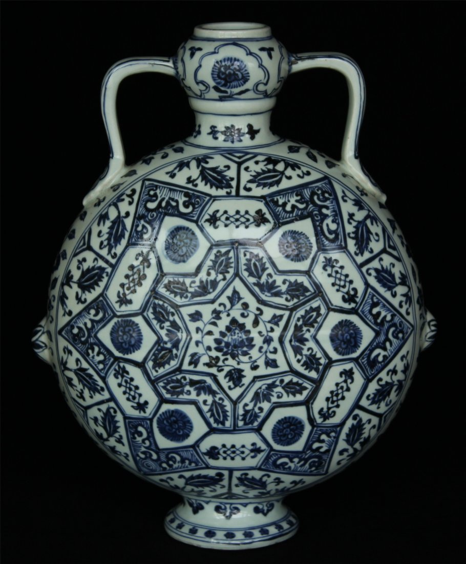 Blue and white porcelain vase of Ming Dynasty YongLe