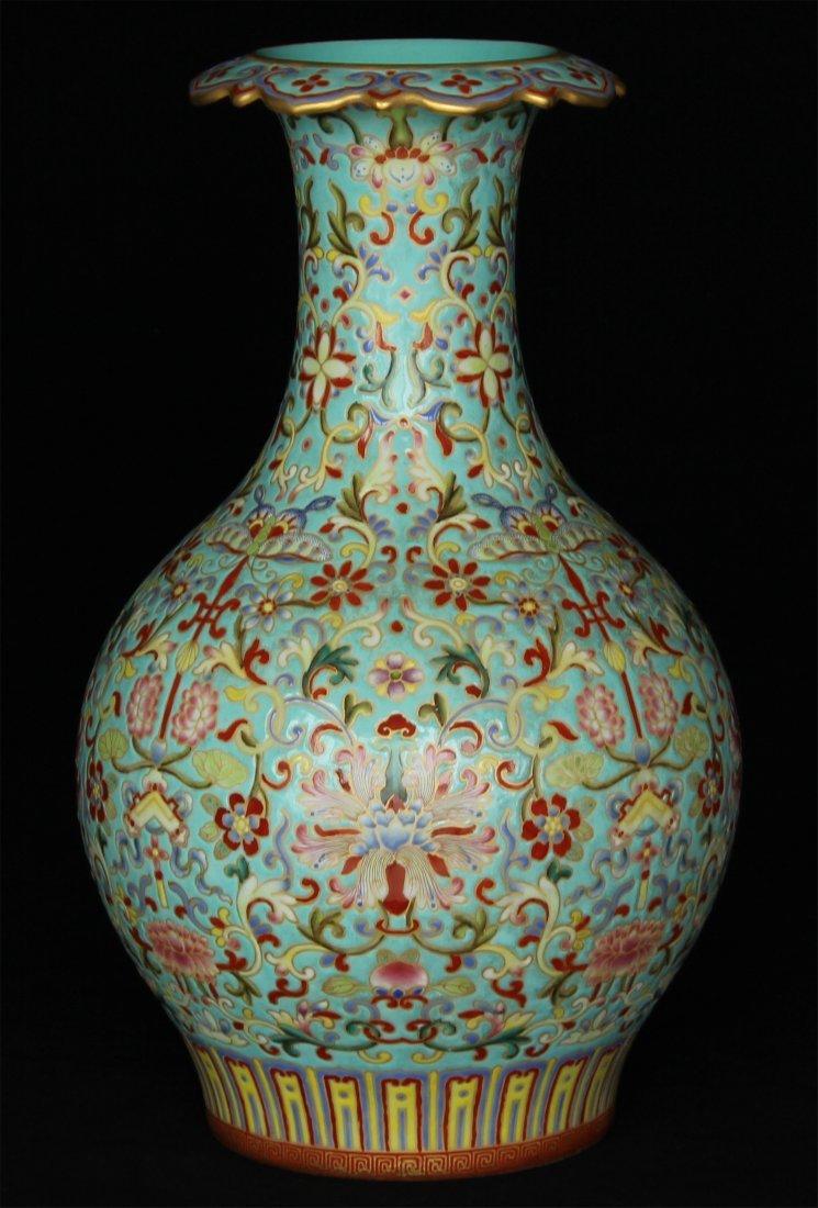 Enamel color porcelain vase of Qing Dynasty QianLong