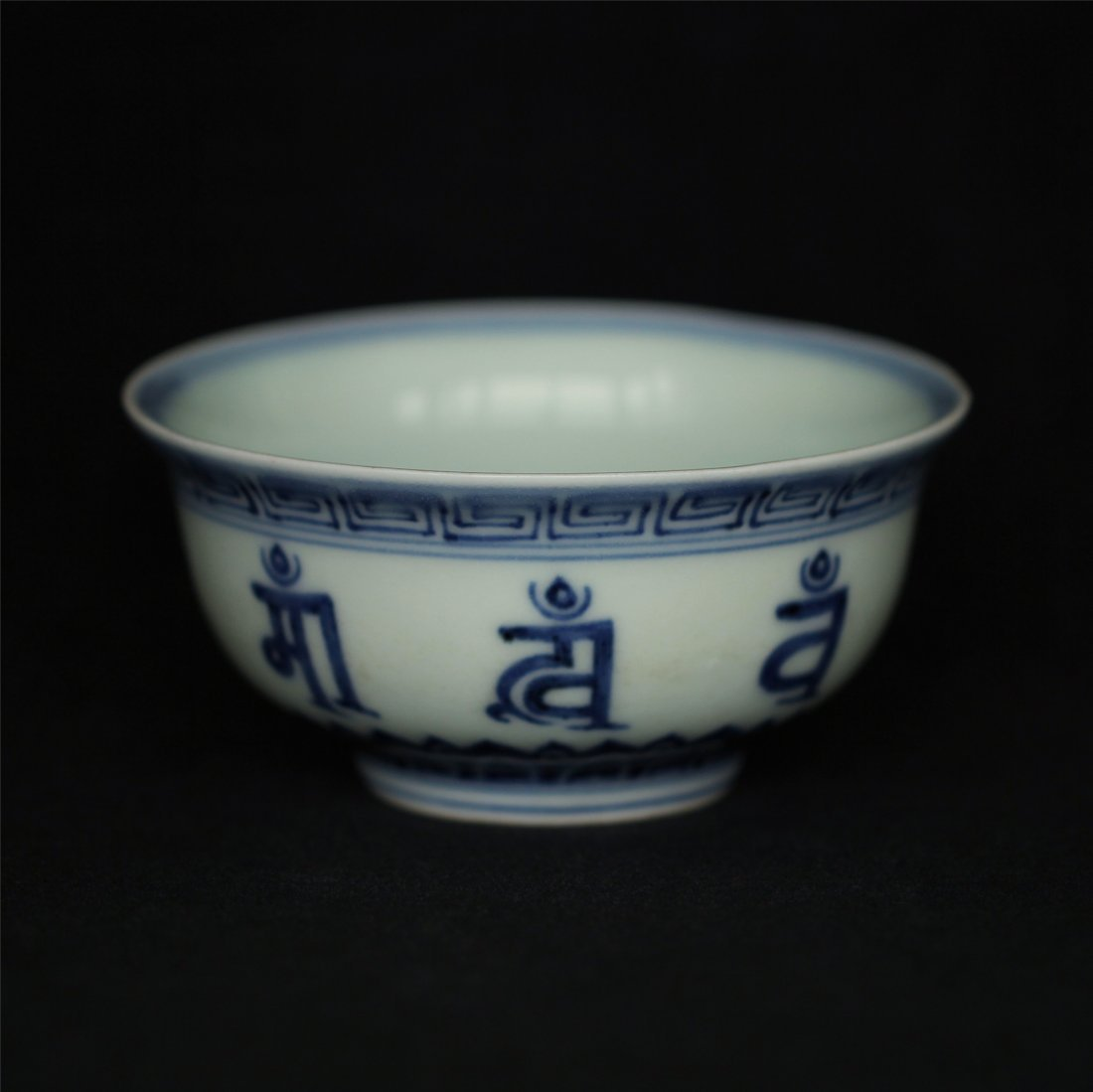 Blue and white porcelain bowl of Ming Dynasty XuanDe