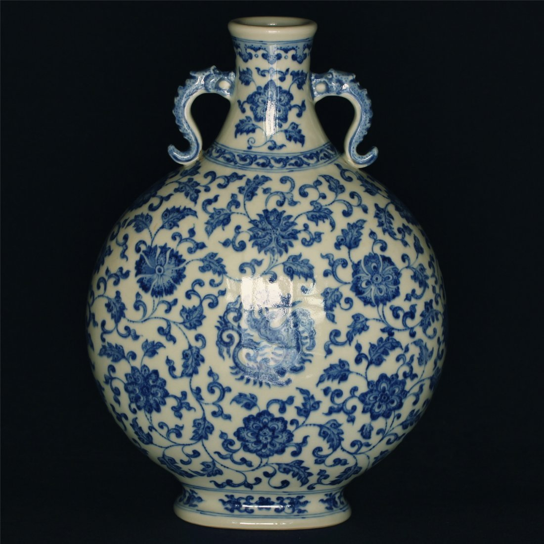 Blue and white porcelain vase of Qing Dynasty QianLong