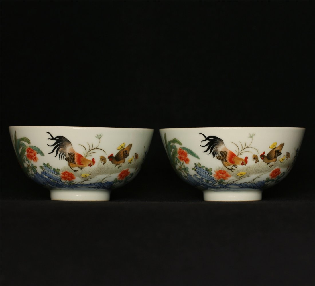 Pair famille rose porcelain bowls of Qing Dynasty