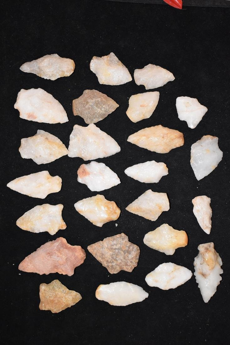 Lot of 26 Quarts Arrowheads, Longest 2 inches