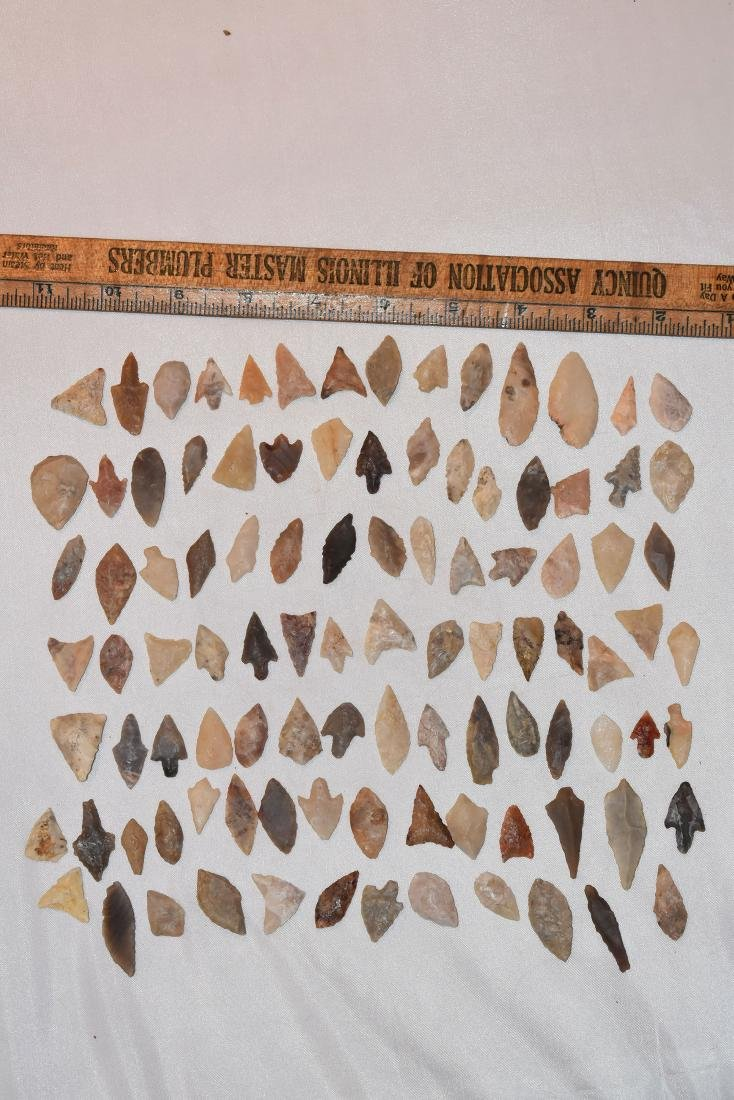 Lot of 100 African Desert Neolithic Arrowheads