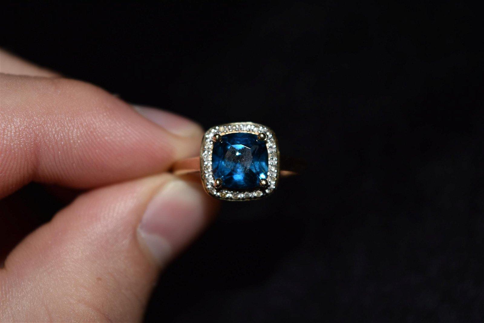 3 ct Aqua Marine & Diamond, 14k Gold Ring, Size 8 1/2