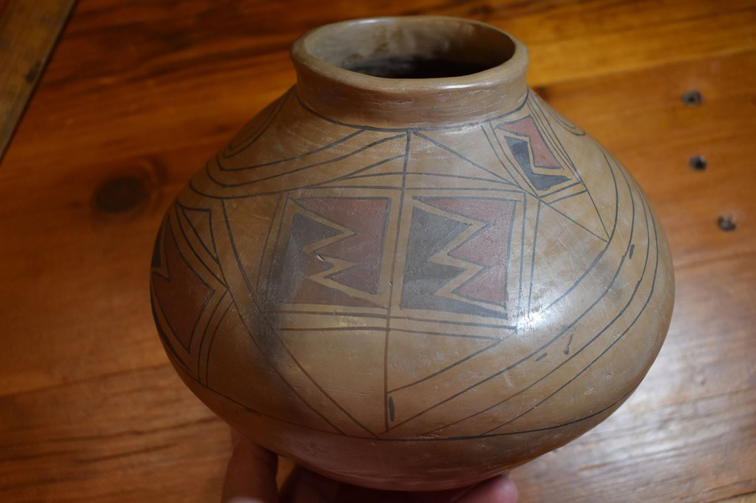 SOUTHWEST AMERICAN POTTERY VESSEL, UNSIGNED, LIKELY