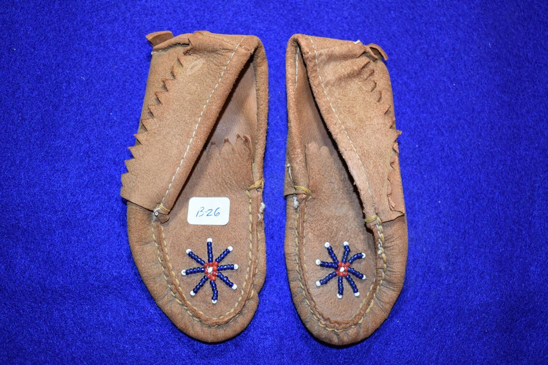 PAIR OF PLAINS INDIAN CHILDS MOCCASINS, CIRCA 1930'S.