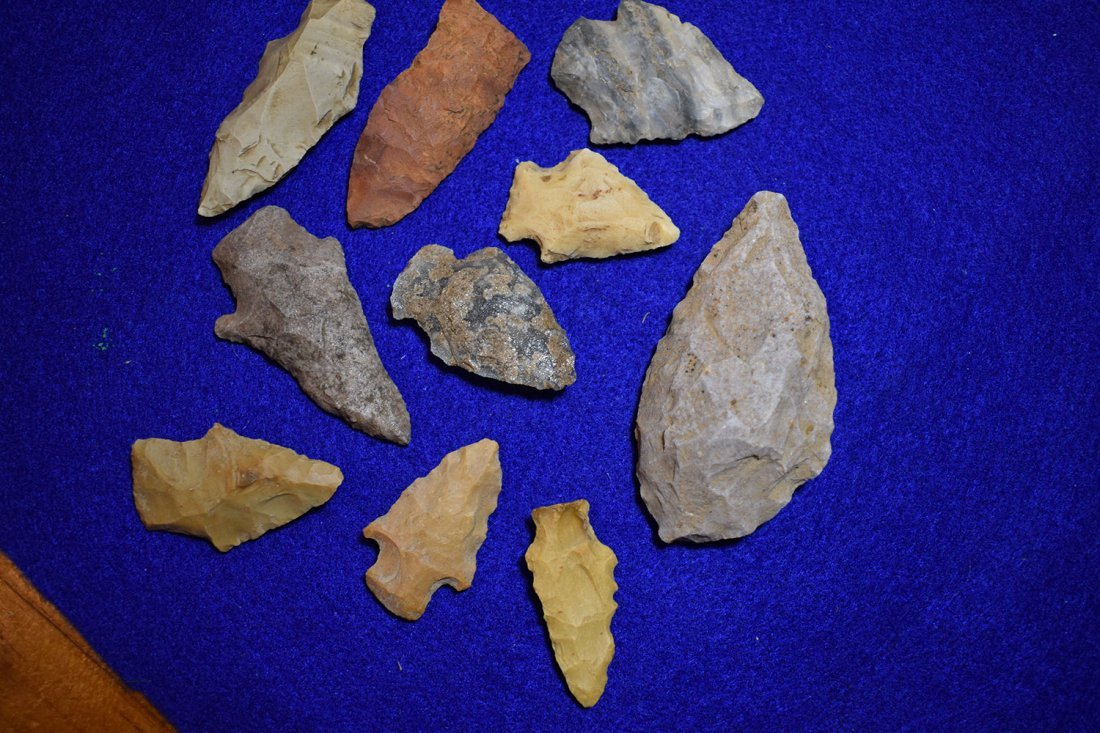 GROUP OF 10 ARROWHEADS FROM MOREHOUSE PARISH, - 3