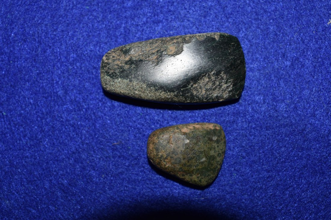 PAIR OF  MINIATURE JADE CELTS FROM SOUTH AMERICA. - 2