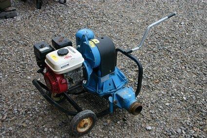 10: TSURUMI Portable Transfer Pump Model TD3-300 - NR