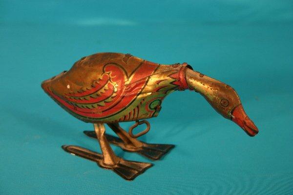 61: Louis Marx tin laying egg goose key wind