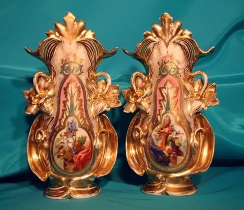 149: Cabinet vases