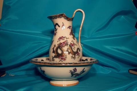 154: English pitcher & basin dragon decoration