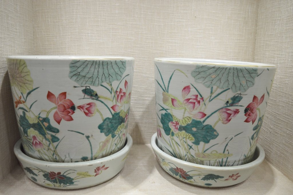 A Pair of Chinese Famille Rose Porcelain Planter