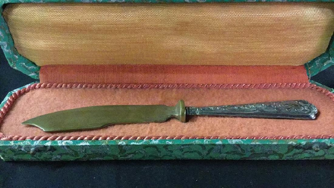 Metal knife fork and shoe horn in decorative boxes - 4