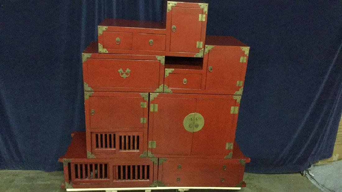 Red lacquer step Tonsue chest
