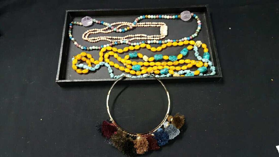 Miscellaneous necklaces with choker