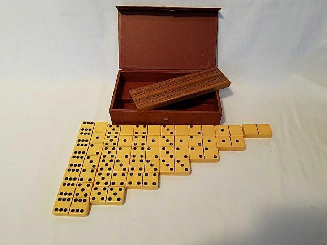 Vintage 28pc. Dominoe set with cribbage board