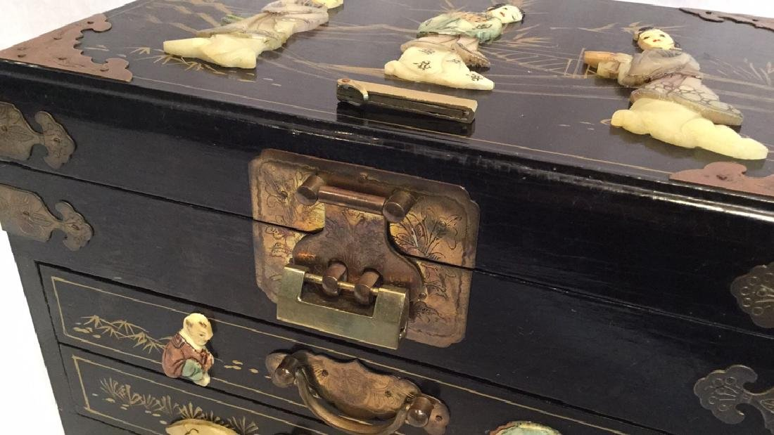 Black lacquer jewelry box with Jade/Bone figures - 10