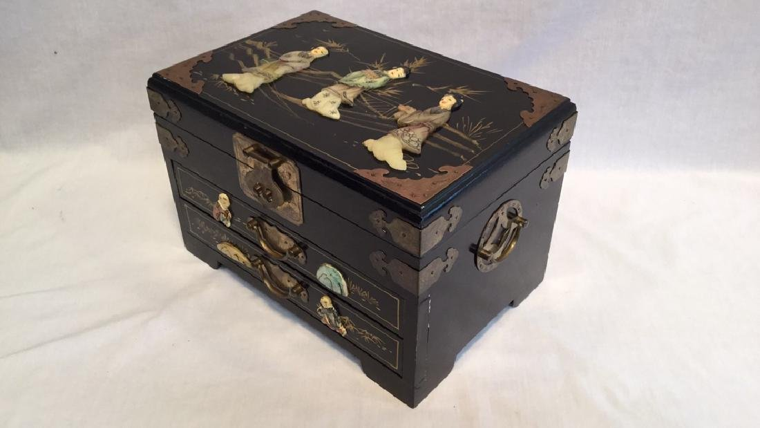 Black lacquer jewelry box with Jade/Bone figures - 2