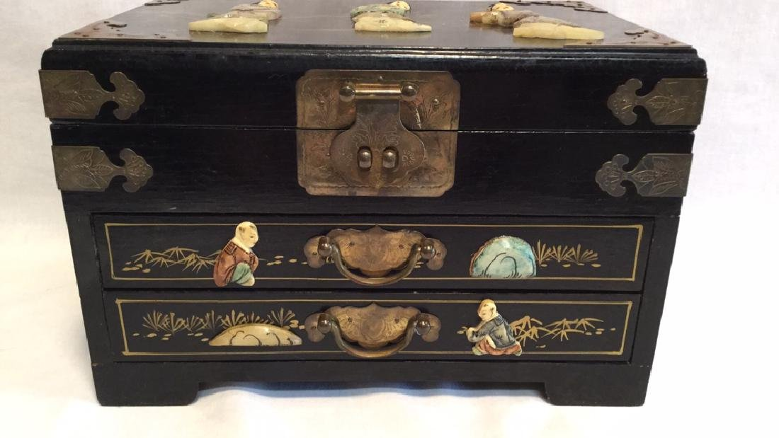 Black lacquer jewelry box with Jade/Bone figures - 4