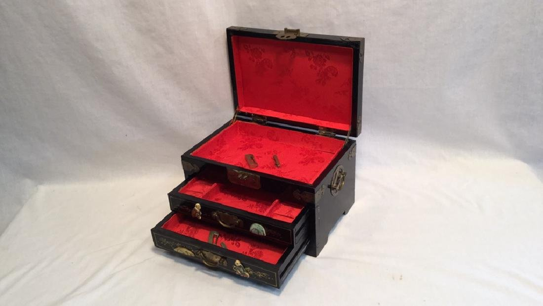 Black lacquer jewelry box with Jade/Bone figures - 5