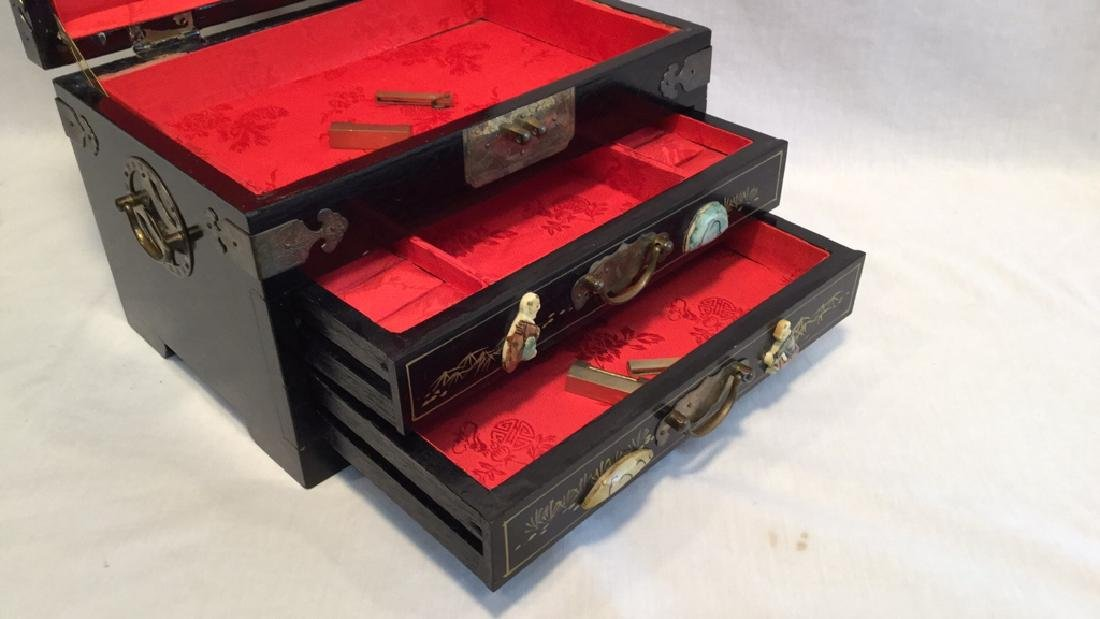 Black lacquer jewelry box with Jade/Bone figures - 7
