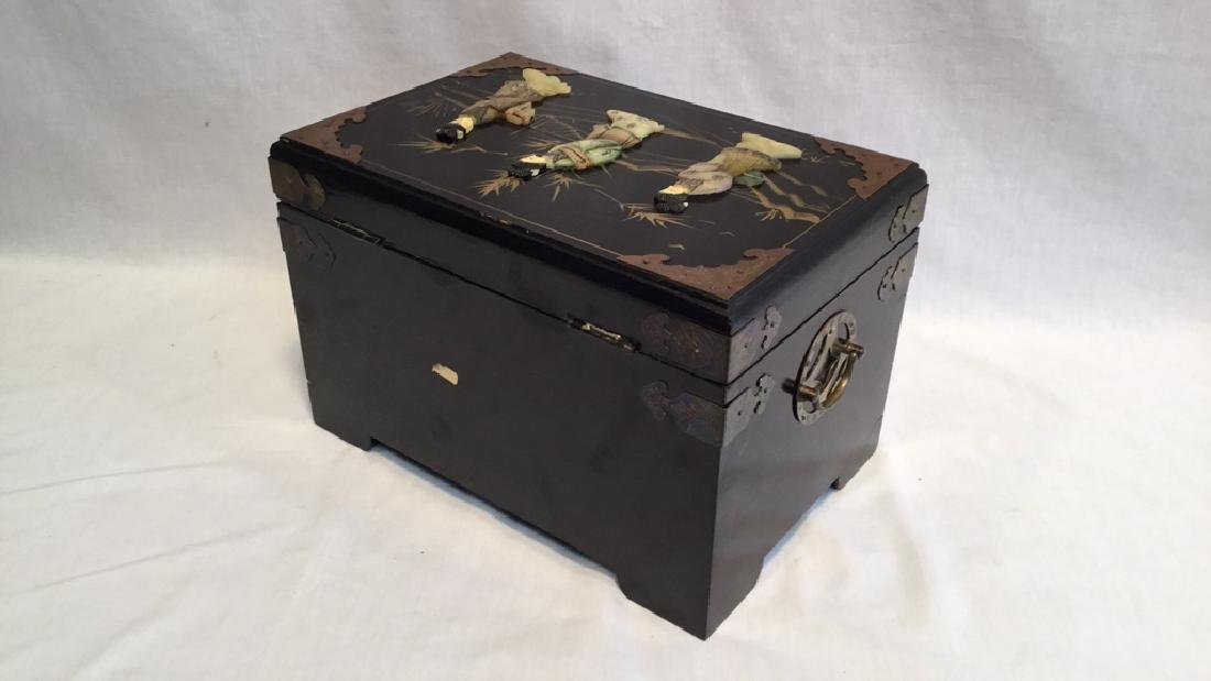 Black lacquer jewelry box with Jade/Bone figures - 9