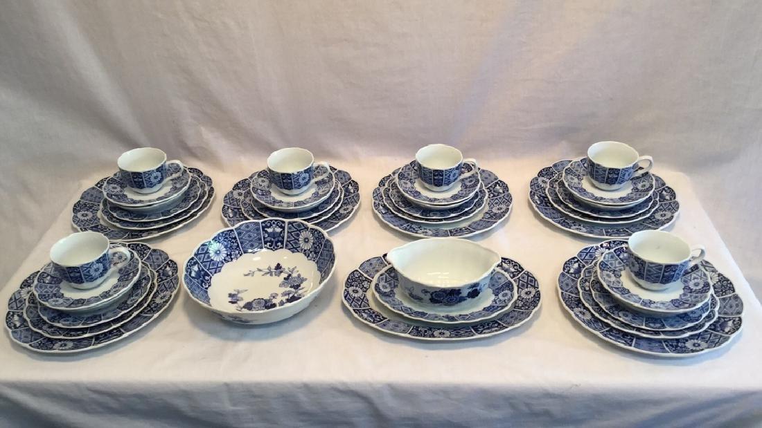Blue Imari china set of six with extra pieces - 2